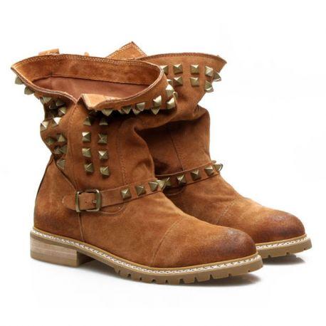 Stylish women's rivet mocca boots