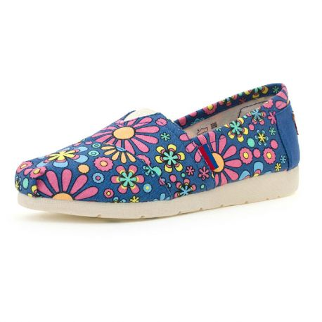 Stylish flower pattern shoes