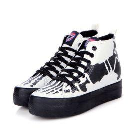 Paksupohjaiset luurankokuvioiset kengät